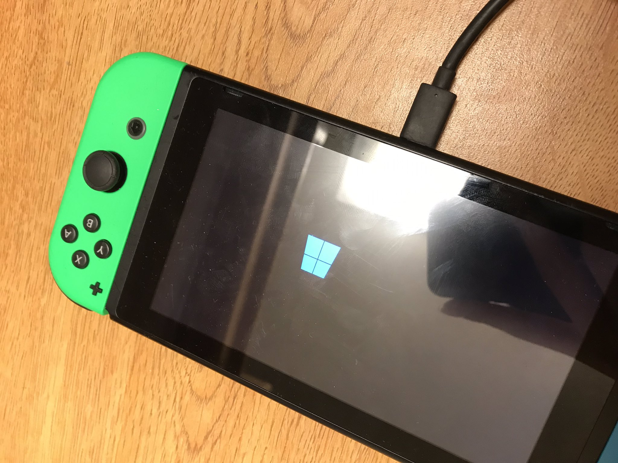 Windows 10 ARM currently being ported to the Nintendo Switch